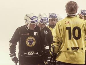 Stefan Larsson fanns med på isen igen.