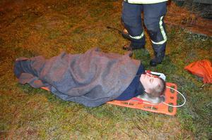 Tova Svensson blev buren på bår.