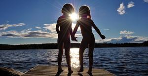 Bilden på mina tvillingdöttrar Tindra och Tilde togs sommaran 2009, dom var då 4 år gamla.