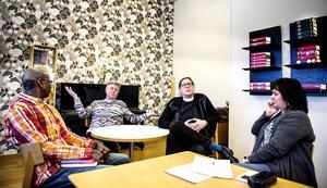 Tidigare imamen Mahamat Djidda, kulturarbetaren Peder Forsberg, kyrkoherde Stefan Andersson och Birgitta Krona från Sundsvalls asylkommitté är några av initiativtagarna till måndagens manifestation mot främlingsfientlighet och hatbrott.