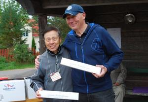 Två mycket nöjda parkgolfordföranden - Takasumi Niomaya Tobetsu och Bertil Daniels Leksand.