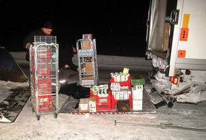 Lasse Ekstam ingick i den skara som deltog i lossningen av den dikeskörda lastbilen.