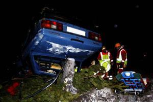 En 77-årig kvinna skadades allvarligt när hennes bil voltade efter en krock på E14 i går kväll.