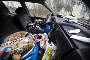 """""""Ett hem vid Lögarängen"""". Så här såg det ut i en bil som tiggarna sover i – för de som har tillgång till en, vill säga. Flera av dem som VLT har pratat med säger att de sover ute."""