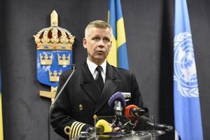 STOCKHOLM 20141017   Kommendör Jonas Wikström vid försvarsmaktens presskonferens med anledning av misstänkt underrättelseverksamhet i Stockholms skärgård.   Foto: Anders Wiklund / TT /