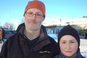 Anders och Erik Jansson,  Yxskaftkälen– Vet inte. För om man inte trivs här så flyttar man väl härifrån? Vi trivs bra och är nöjda med den fina miljön, naturen och att det är gott om plats.