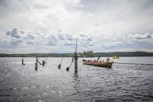 Kyrkroddbåtroddföreningen från Arbrå åker på en historisk utflykt på Marmen.