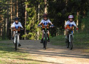 Framtidens elitcyklister? Meja Hagström, Andreas Dahlgren och Elin Karlsson kommer alla att tävla i Borlänge Tour i helgen.