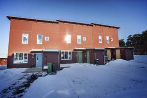 Pilgrimsta Hus Bygg är ett byggföretag med kontor i Pilgrimstad men som har byggt hus både i Östersund och i andra delar av landet. Bostadspuls kollade in ett av de nya husen på Jägarvallen i Östersund.