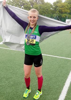Hedetjejen Ida Svensson imponerade i Stockholm Marathon och blev länets bäst placerade löpare.