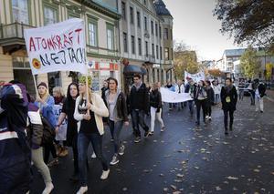 Demonstrationtåget gick genom Hudiksvall vid middagstid.