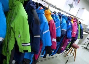 14 olika vinteroveraller ingick i Testfaktas granskning.