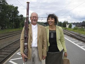 John Björklund på sitt instrument fagotten tillsammans med den ryska pianisten Elena Kaledina. När John började i Bergslagens kammarsymfoniker 1974 var han allt-i-allo. Han spelade egentligen klarinett men började studera fagott för att det behövdes i orkestern. 1984 blev han ordförande.