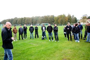 IFK Hallsbergs A-lag har varit vassare än på länge och ska kvala till fyran. Men bakom kulisserna ser det mörkt ut. Klubben står snart utan styrelse och kan tvingas lägga ned.BILD: BARBRO ISAKSSON