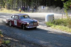 Både nytt och gammalt. Klassiska bilar hade sin egen klass. Bland dem fanns denna Volvo Amazon från Skepptuna MK. Foto: Elin Kjellin