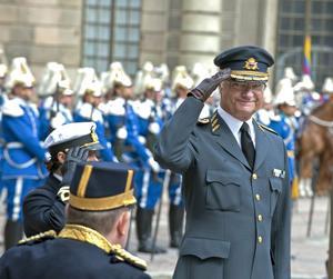 Kung Carl XVI Gustaf firade sin 65 årsdag på yttre borggården på det kungliga slottet i Stockholm. BILD: Bertil Ericson/Scanpix