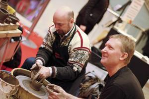 Förra året visade bland andra keramikern Johnny Hedkvist besökarna hur en drejskiva ska snurras.