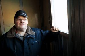 Hans-Peter Eriksson är en mjölkbonde full av visioner. I dagarna räknar han med att komma igång med sin biogasanläggning.