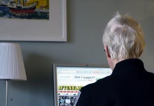 De äldre, över 76 år, använder sig mer och mer av internet.