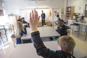Gymnasieminister Aida Hadzialic har öppnat upp för att förbjuda religiösa friskolor.