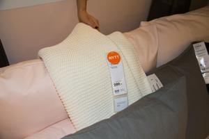 Ikea satsar på ett stort sortiment av filtar. Företaget har helt frångått fleece som betraktas som mindre miljövänligt. Här en filt i bomull.