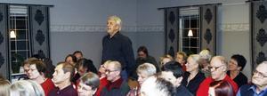 Kjell Blomquist har varit förhandlare på Hyresgästföreningen i många år. Han bor själv i det område som nu är hotat av försäljning. Under gårdagens möte ställde han många frågor och var mycket kritisk till hur Gavlegårdarna har hanterat situationen.–Jag tycker att hyresgästerna ska tillfrågas och få säga ja eller nej till en ny hyresvärd, sa han bland annat.