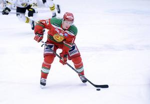 Robin Johansson var först ut av alla från den gångna säsongen att förlänga sitt kontrakt med Mora IK.