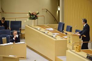 Politisk oenighet. Skribenten tycker att politikerna ska enas om skolan. Bilden visar en skoldebatt mellan utbildningsminister Jan Björklund (FP) och Ibrahim Baylan (S).