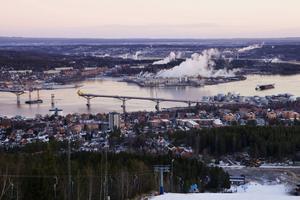 En sektion är på väg in i Sundsvallsfjärden.