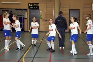 Skyllbergs IK:s F96-lag värmer upp inför matchen mot Frövi IK Röd.