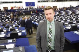 Centerpartiets EU-parlamentariker Fredrick Federley får stöd av förra EU-parlamentarikern Marit Paulsen (L) inför EU-valet i maj. Foto: Fredrik Persson / TT