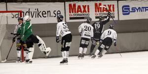 Patrik Nilsson fick göra två mål i sin 300:e match i SAIK-tröjan.