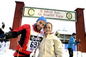 Måns Zelmerlöw åkte Vasaloppet förra året. Här tillsammans med kranskullan Hanna Eriksson.