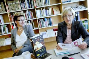 Lockar till läsning. Git Sundberg från ABF och Åsa Wirén Jonsson från Sandvikens folkbibliotek vill bjuda in Sandvikenborna och alla andra intresserade till en gemensam läsupplevelse.