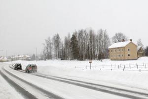 Granngårdens nya anläggning byggs vid Bollnäs södra infart. Byggnaden till höger ska snart rivas.