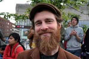 Varför är du här och demonstrerar mot SD?Samuel Kullingsjö, 31, student, Örebro– För att visa mitt stöd mot SD:s politik.