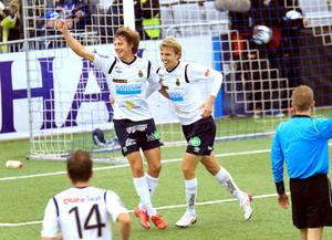 Foto: Pernilla Wahlman/scanpix. Jakob Orliv (till vänster) jublar tillsammans med Johan Oremo i Gefle-tröjan.
