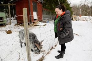 Alexandra Hussein gillar att ta hand om djuren.