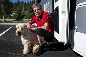 Bo Bergström har tillsammans med frun Gunnel och hunden klara bilat från Kristianstad.