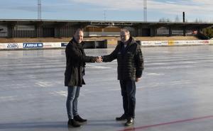 Magnus Lehto, Remium, och Sune Nilsson, sportchef i HT Bandy.
