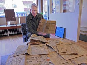 Elis Olsson, 77, hittade en stor bunt med Sandvikens Tidning i nummerföljd från 1945.