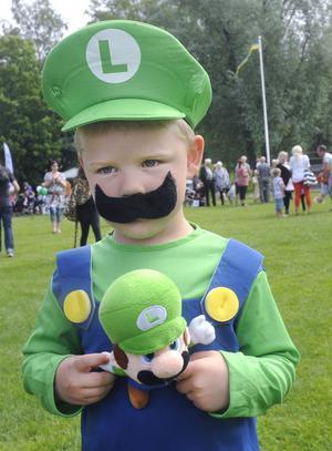 Filip Svartsved hade dagen till ära klätt ut sig till favoritfiguren Luigi.