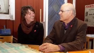 Matilda Ernkrans,riksdagsledamot och förstamajtalare i Fagersta, utbytte politiska erfarenheter över en kopp kaffe på hembygdsgården.