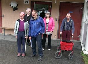Hyresgästerna i de kringboende husen ska nu slipa argumenten för att stoppa de fyra planerade Attefallhusen ovanför Björkbacka. Bland annat samlas namnlistor mot Attefallshusen.