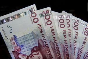 Pengar.  I går sänkte Riksbanken reporäntan med 0,25 procent. Ett väntat besked, givet det ekonomiska läget och instabiliteten i Eurozonen.