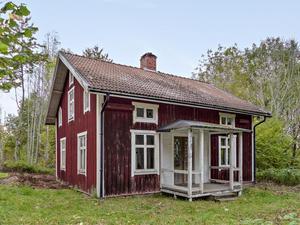 225000 kronor är utgångspriset för det lilla faluröda huset i Skyllberg.