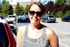 – Det är väl inte så bra. Man vill ju inte möta folk som är onyktra när man är ute och kör, speciellt när man har med sig barnen, säger Camilla Nilsson, 31 år, biomedicinsk analytiker, Hemmanet.