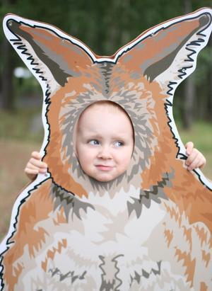Sonen testade på hur det är att vara känguru på ett besök till Parken Zoo.