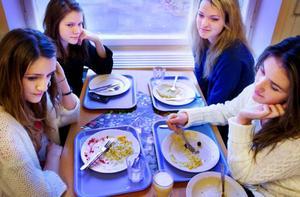Pizza, fiskburgare och tacos är favoriter i skolmatsalen för Nikolina Mrzic, Sofie Lindgren, Erika Grundström och Dragana Popovic.