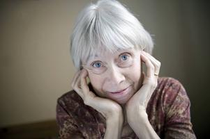 Birgitta Holm skriver om den förklarade verkligheten som konsten kan ge.